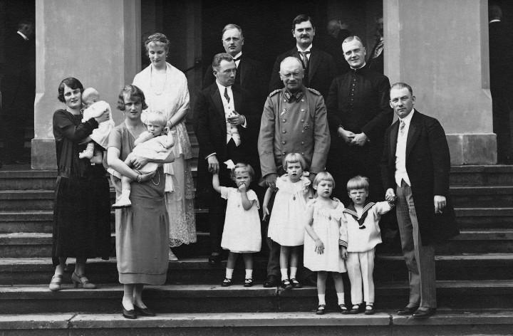Die »Königliche Familie» in Wachwitz um 1926 Photo: Archiv Ortsverein Loschwitz-Wachwitz e.V.